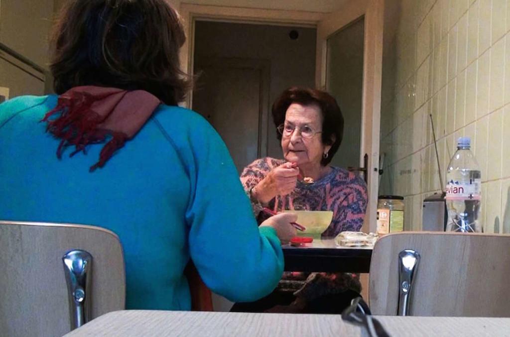 """Las Akerman (madre e hija) comparten la intimidad de """"No Home Movie""""."""
